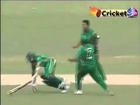 WEIRD RUN-OUT_  _ Mashrafe Mortaza Knocks Down Hashim Amla